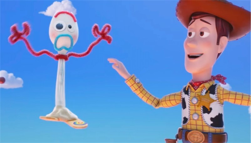 Screenshot+of+the+trailer+featuring+Woody+and+Forky.