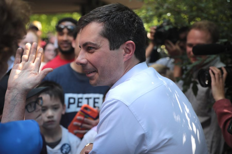 Pete+Buttigieg%2C+former+Indiana+mayor%2C+at+a+rally+greeting+his+supporters